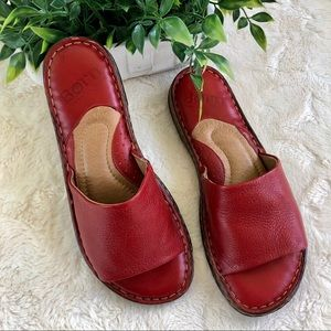 Born Val red slide sandals W51464 size 8